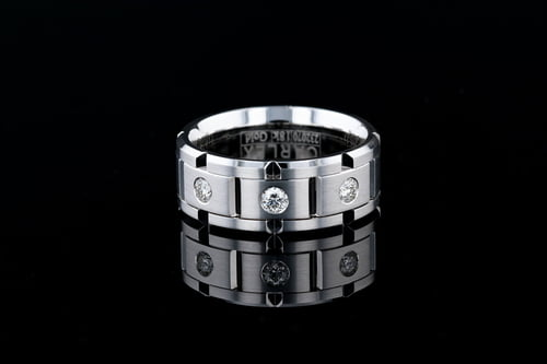 Round Bezel Set Diamond, Beveled Link Band
