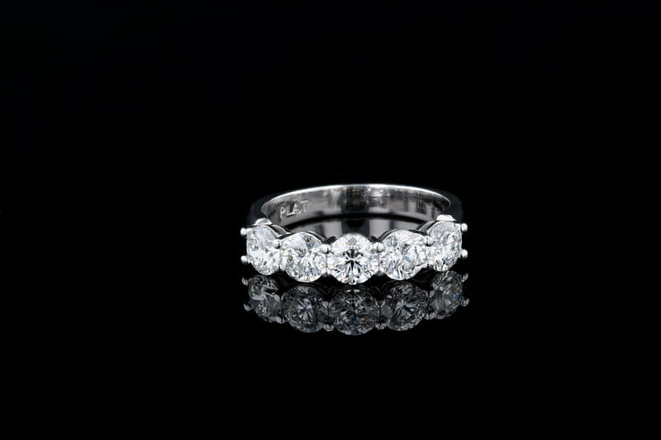 5 Rounds - Shared Prong Diamond Set